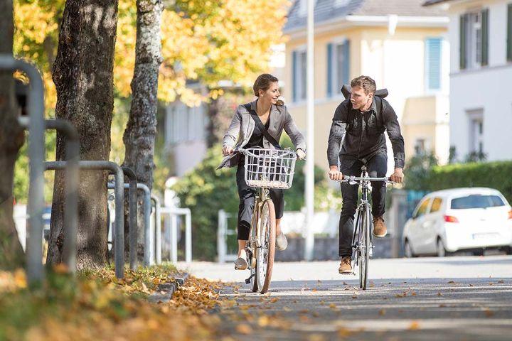 JobRadler fahren Fahrrad im Herbst