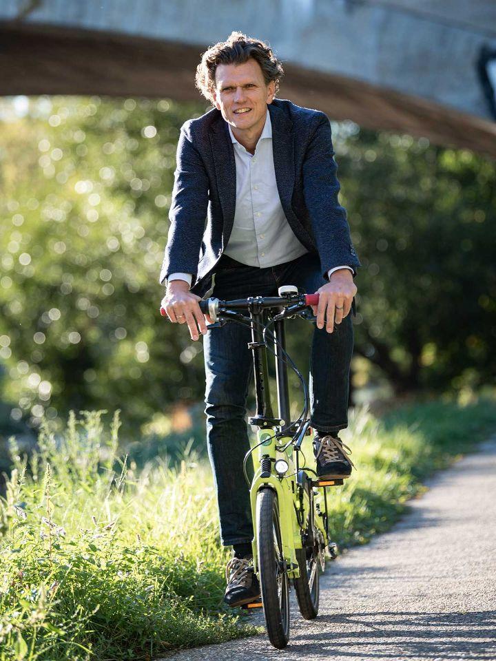 holger-tumat-faehrt-fahrrad