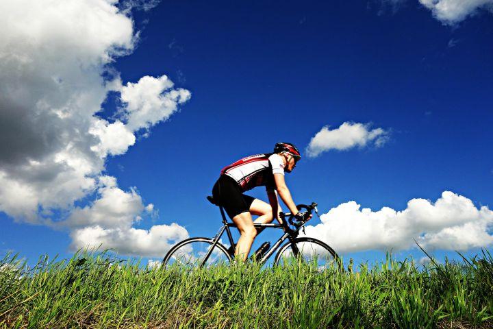 Radfahrer im Sommer (c) pixabay