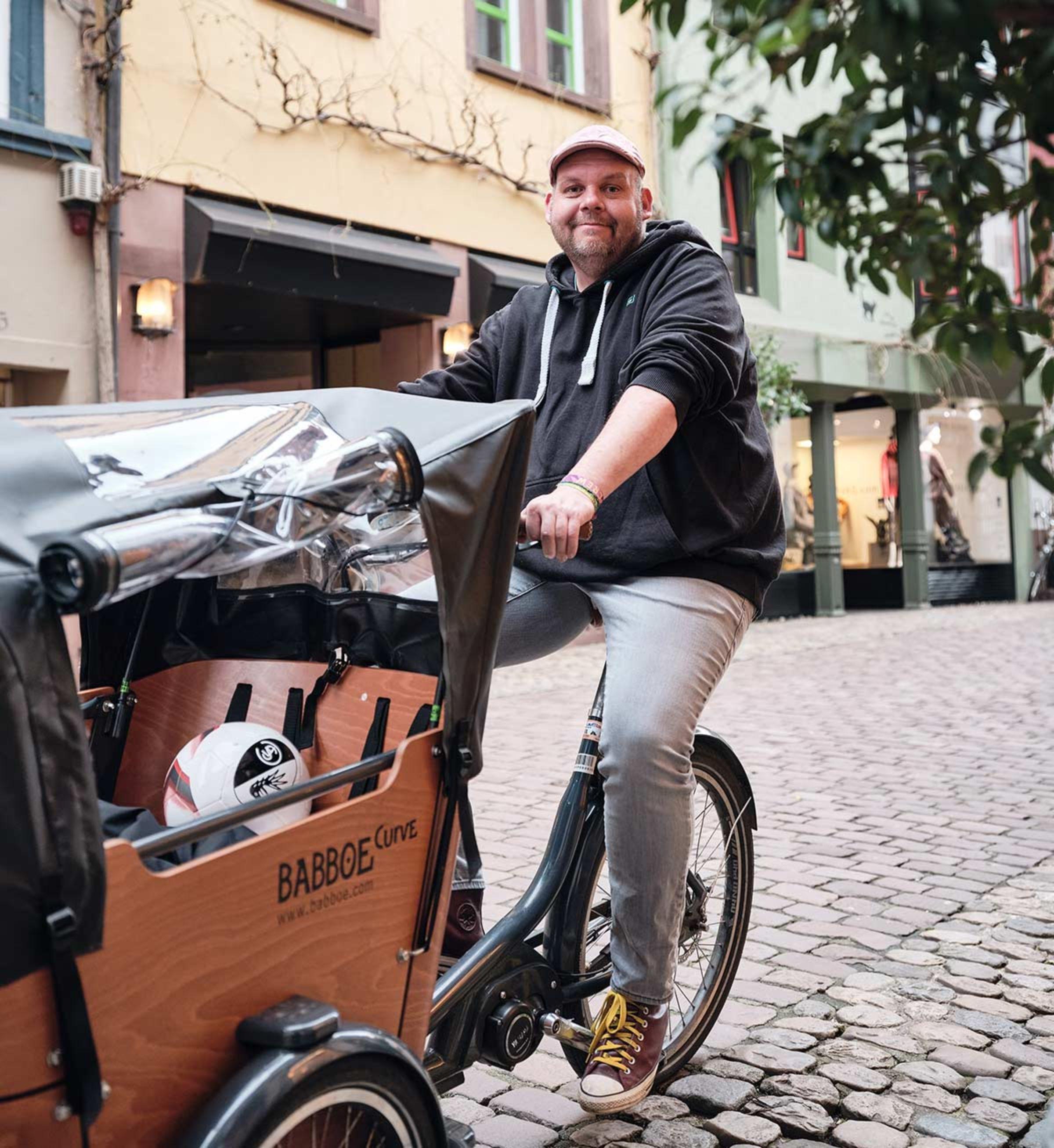 JobRadler Philipp Spitczok von Brisinski auf seinem Cargobike
