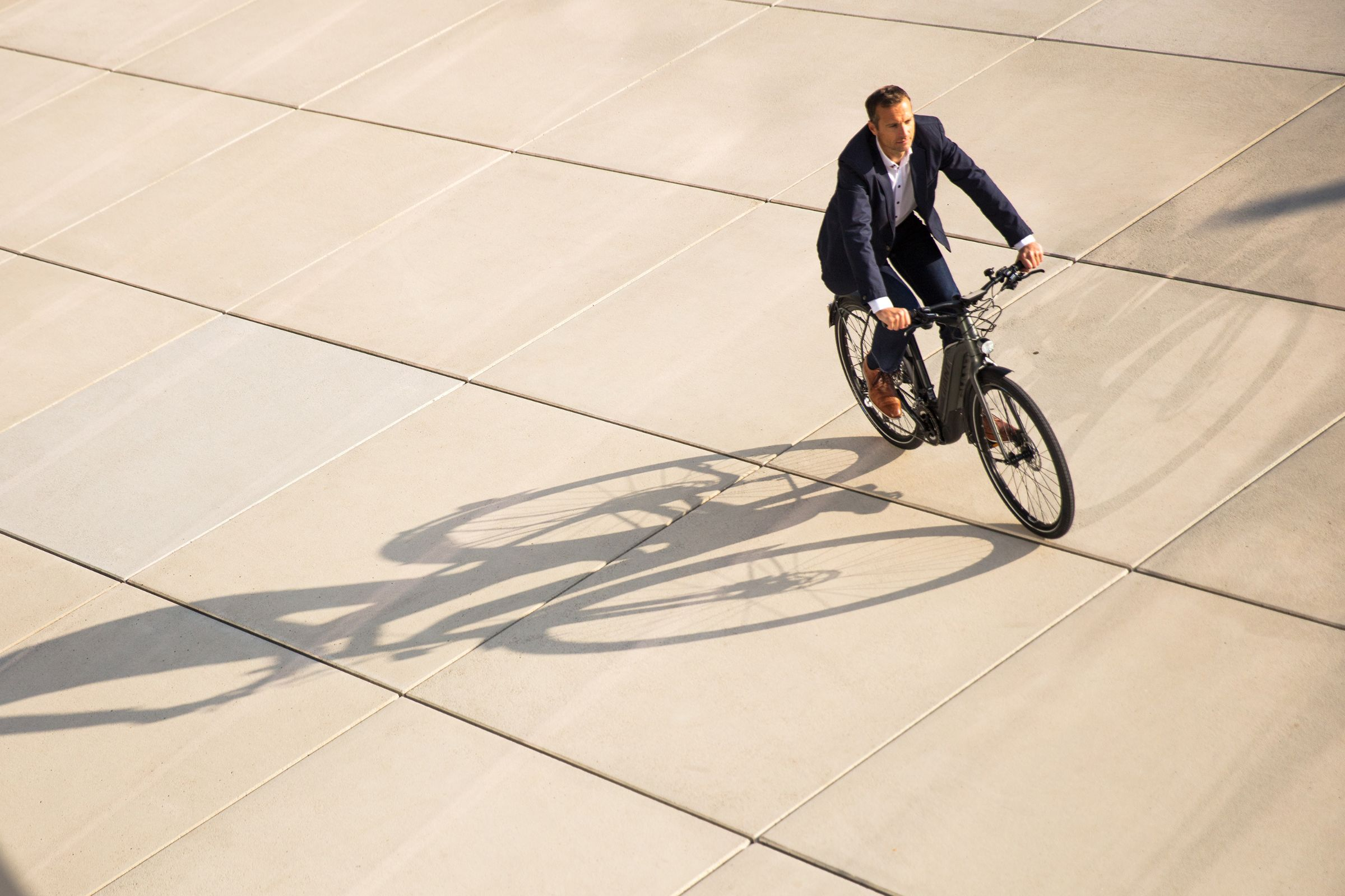 JobRad Arbeitgeber fährt Fahrrad